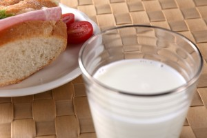 牛乳とパン 朝食