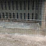 100均のバーベキュー網を折り曲げて通気孔カバーにリメイク!蛇とネズミ対策に
